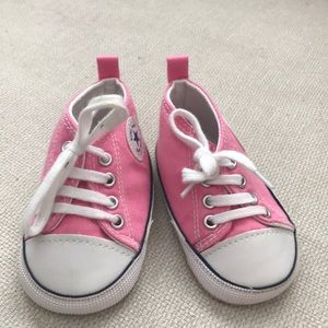 Baby girl pink converse